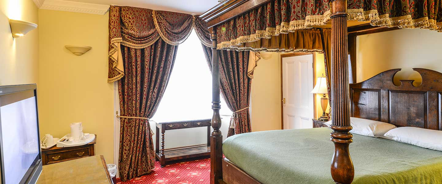 Doublebed-fourposter-hitchin